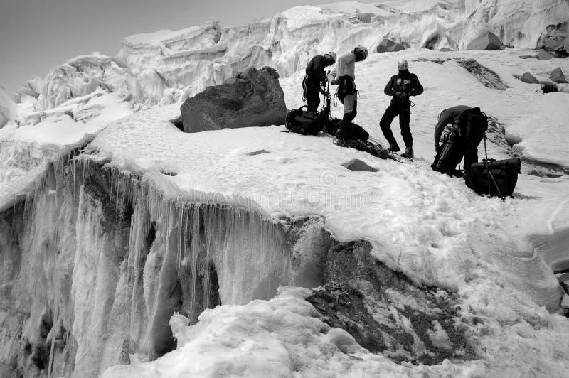 Escaladores en Cordillera Blaca fotografía de archivo