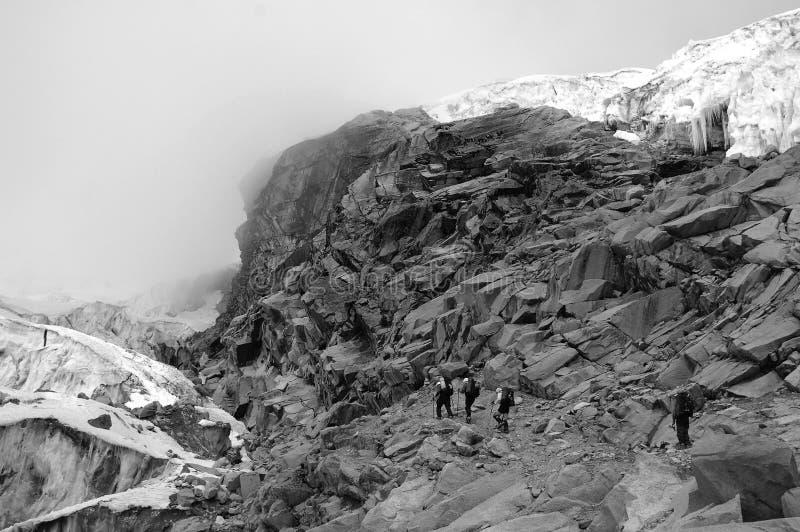 Escaladores en el Blanca de Cordillera   imágenes de archivo libres de regalías