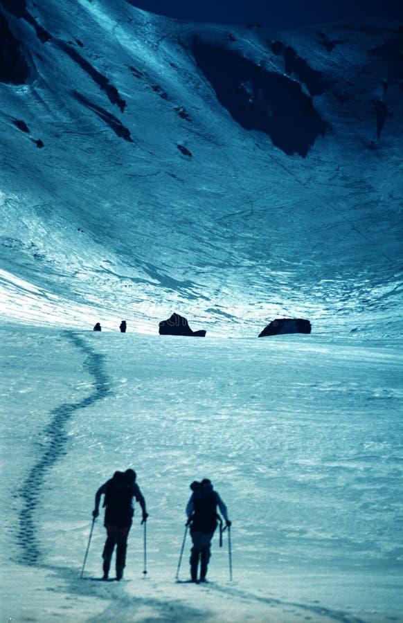Escaladores en valle de la yegua de Sambata imagenes de archivo