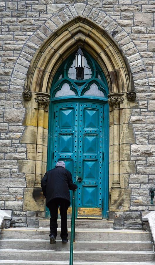 Escalando as escadas da igreja, Ottawa foto de stock royalty free