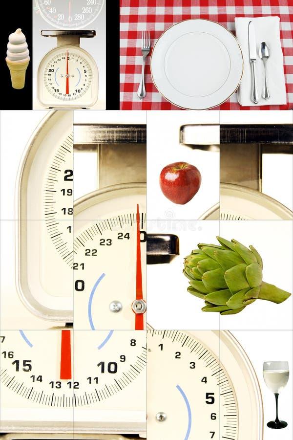 Escalas da cozinha, alimentos, prestando atenção a seu peso, fazendo dieta foto de stock