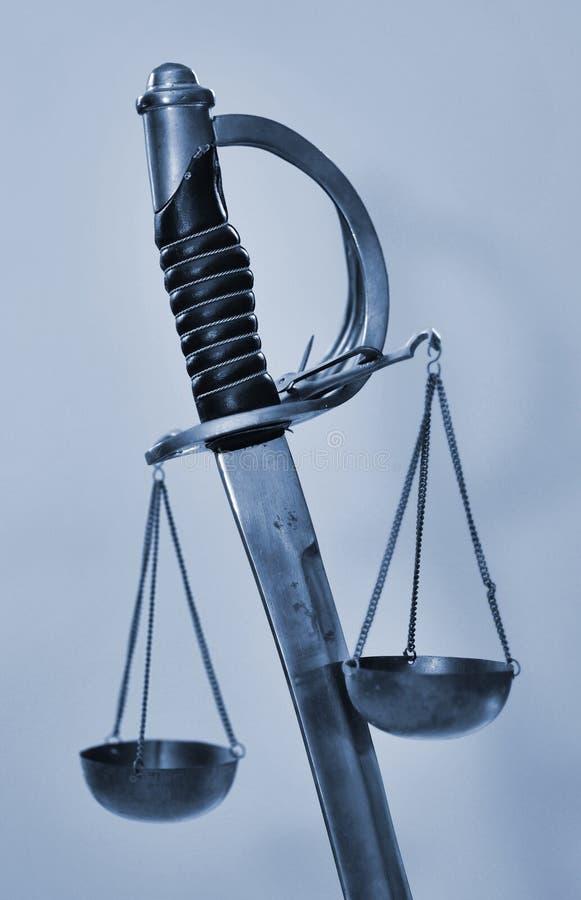 Escalas da espada de justiça foto de stock