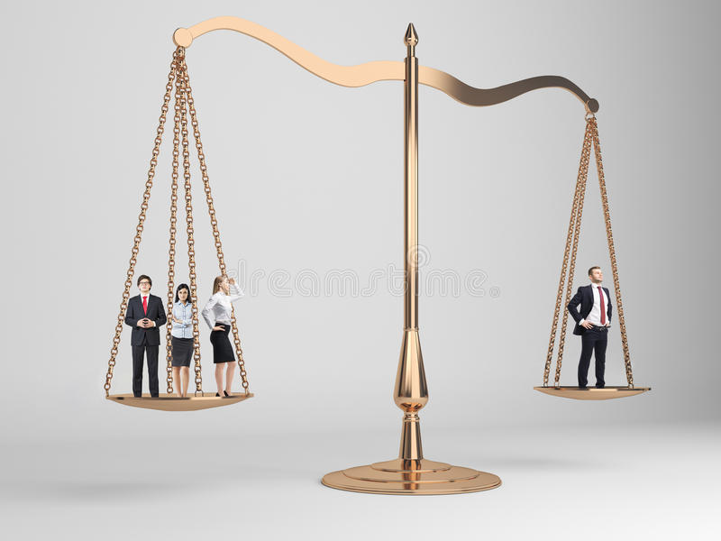 Escalas de justiça com povos fotografia de stock