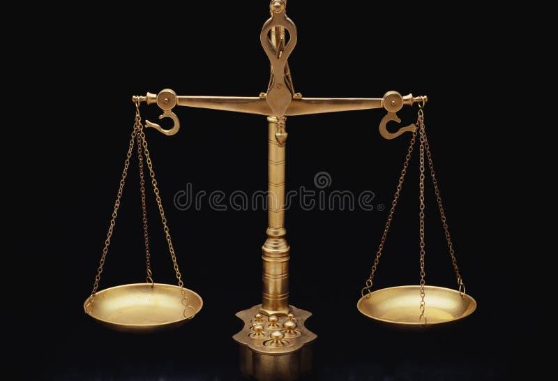 Escalas de oro de la justicia imagen de archivo