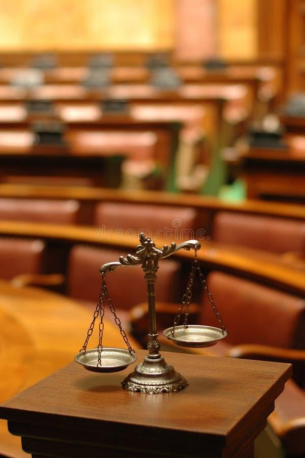 Escalas decorativas del concepto de la justicia, de la ley y de la justicia fotos de archivo