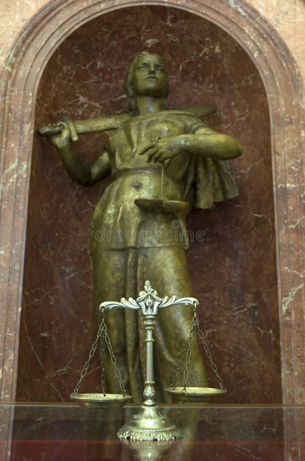 Escalas y estatua decorativas de la justicia imágenes de archivo libres de regalías