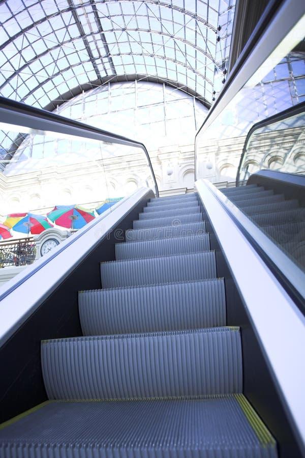 Escalator au centre commercial, Moscou images libres de droits