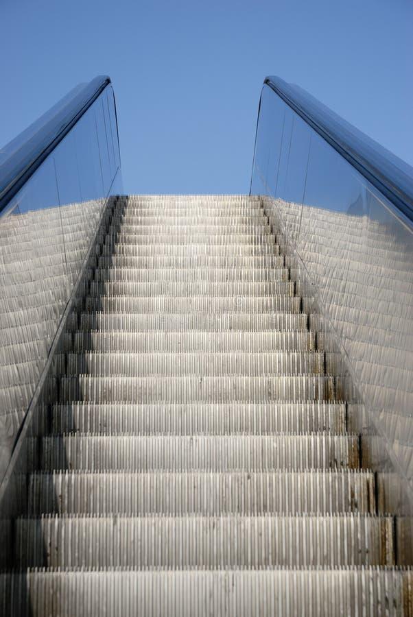 Escalator au ciel photographie stock