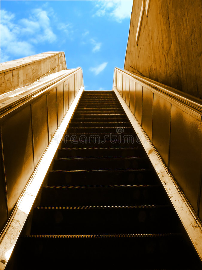 Escalator au ciel images libres de droits