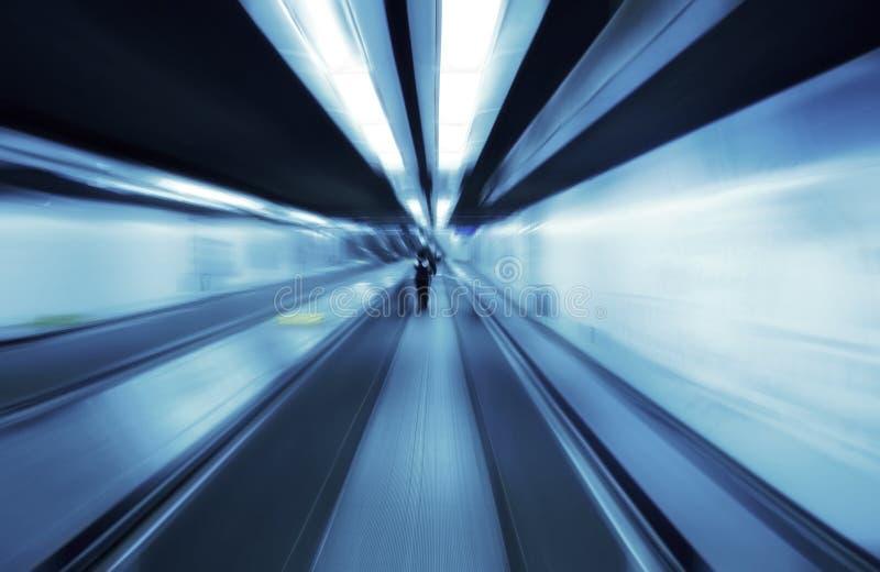 Escalator de passage couvert photographie stock libre de droits