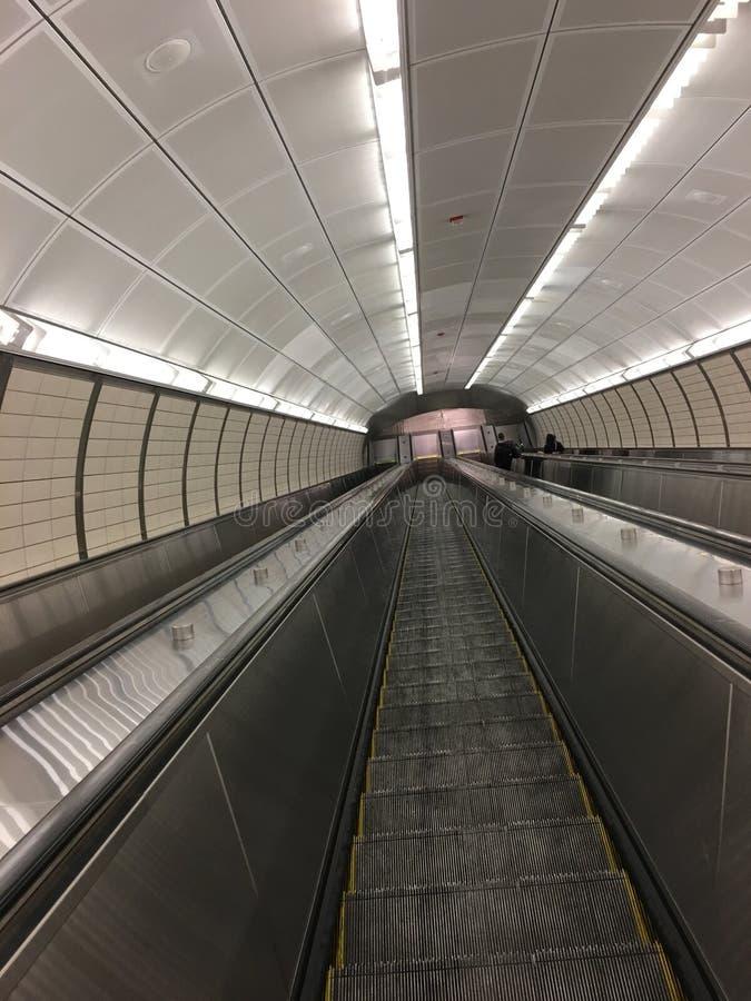 Escalator de souterrain photographie stock libre de droits