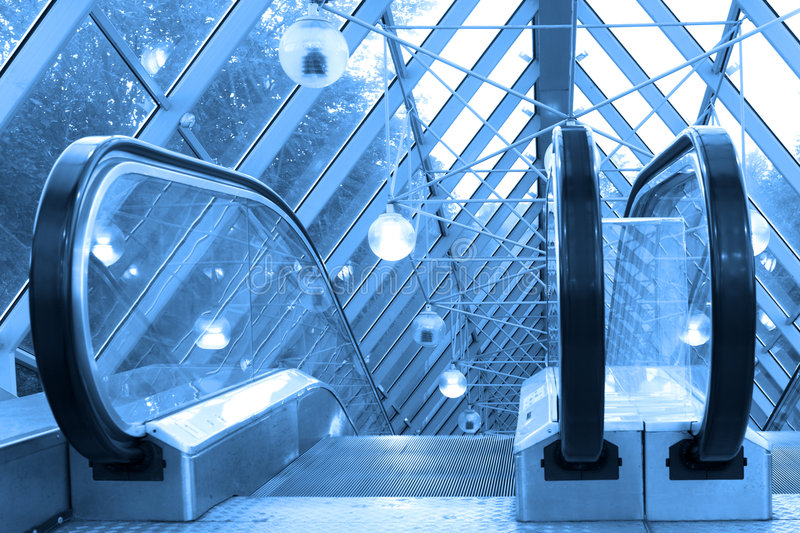 Escalators et escaliers de Mooving image libre de droits