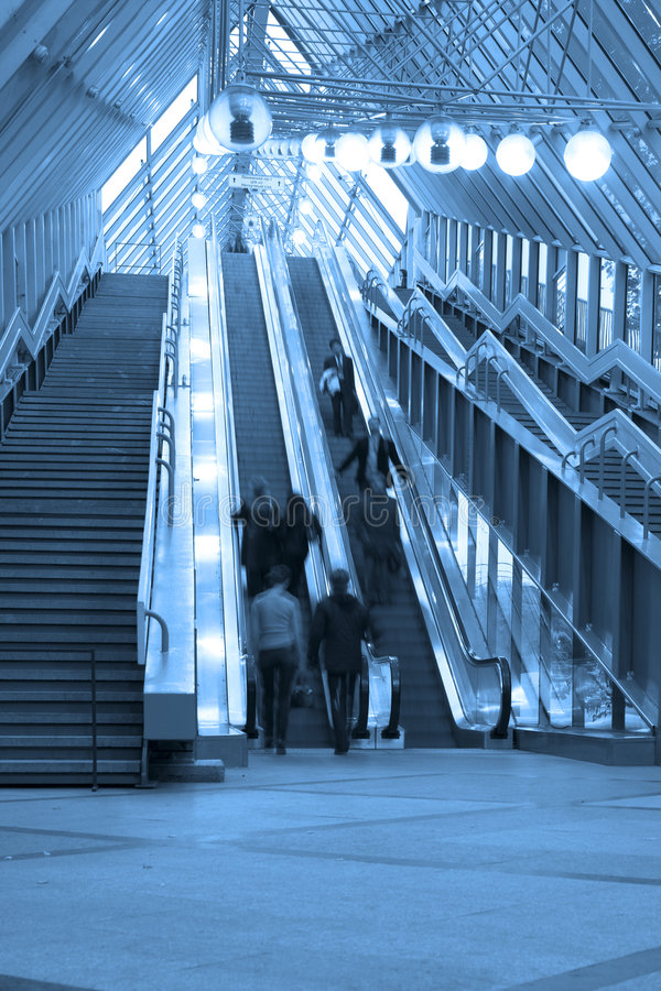 Escalators et escaliers de Mooving photos stock