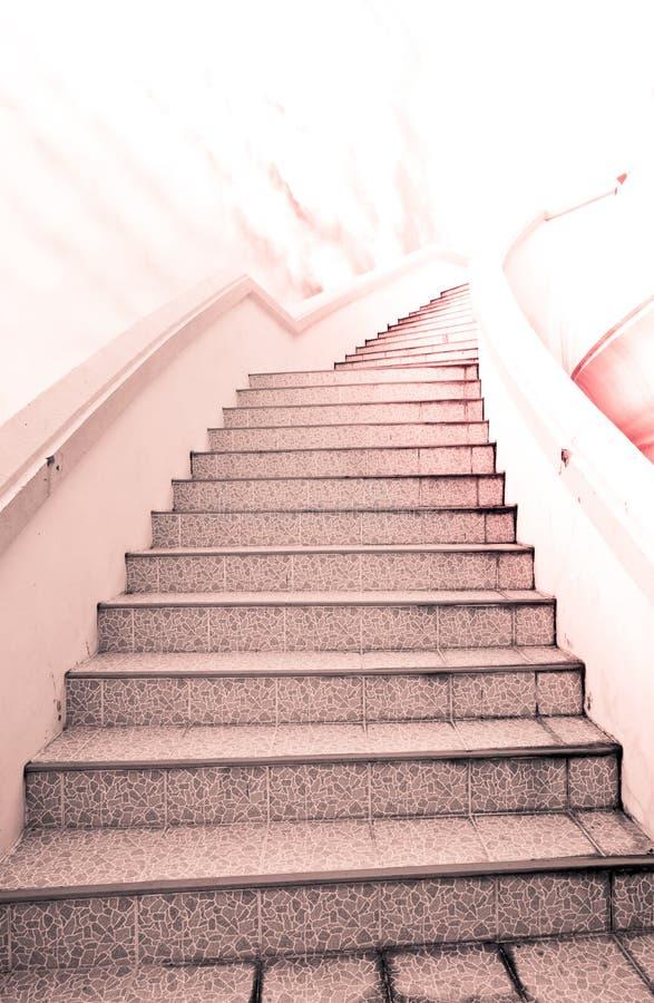 Escalera al éxito: escalera y nube y cielo hermosos imagen de archivo libre de regalías