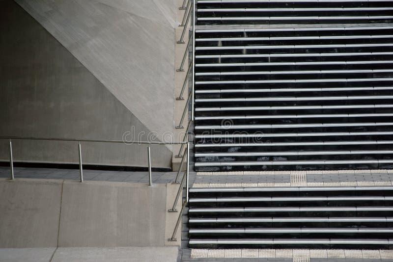 Escalera al lado del puente fotos de archivo libres de regalías
