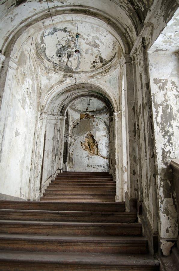 Escalera arruinada Palazzo Constantino, Palermo foto de archivo libre de regalías