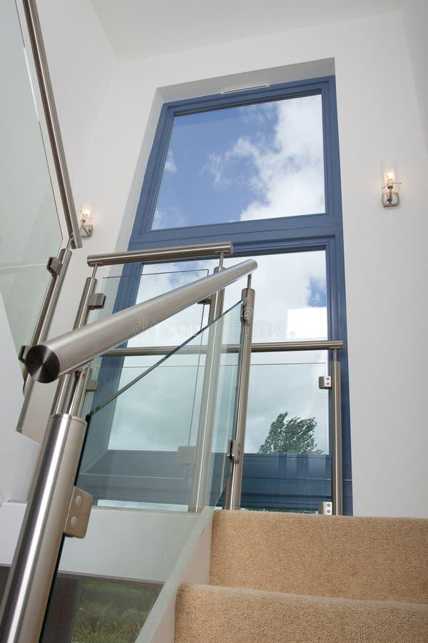 Escalera contemporánea foto de archivo