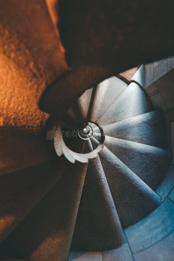 Escalera de espiral de época fotos de archivo