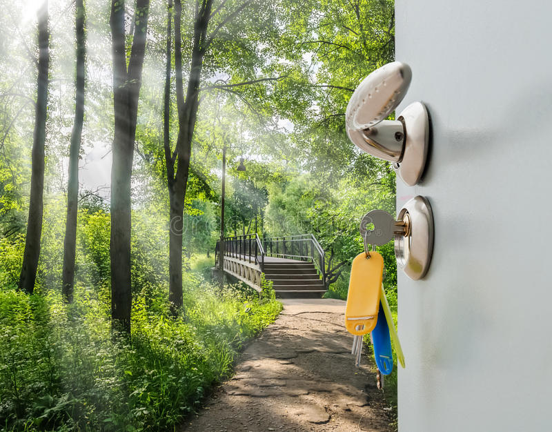 Escalera de la puerta abierta imágenes de archivo libres de regalías