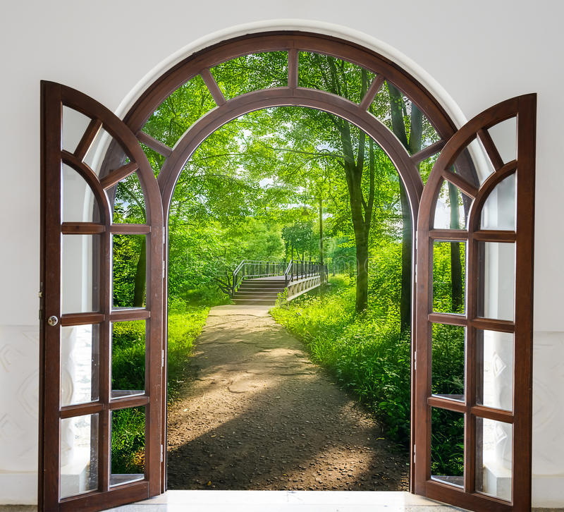 Escalera de la puerta abierta foto de archivo