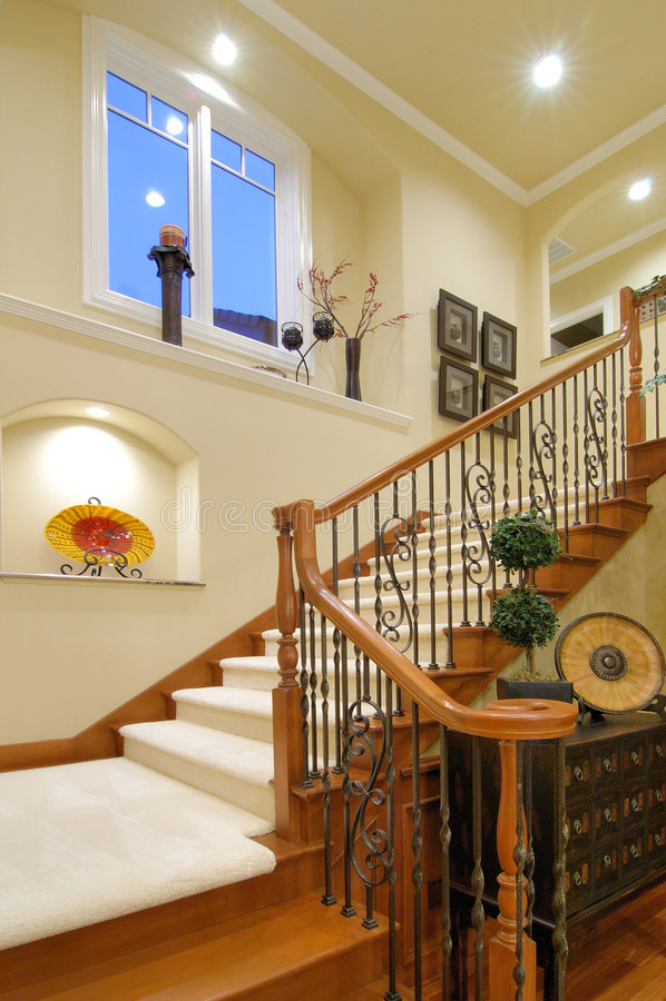 Escalera De Lujo De La Casa Foto de archivo - Imagen de interior ...