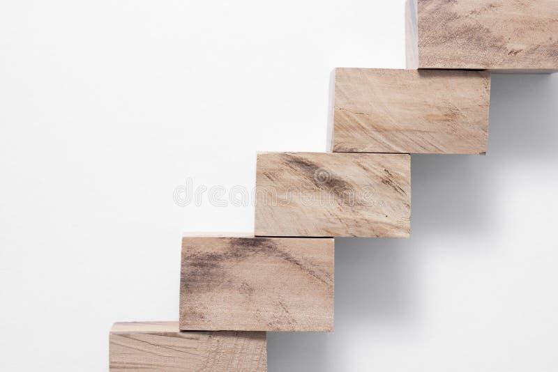 Escalera de madera de los tablones foto de archivo for Tablones de madera precios