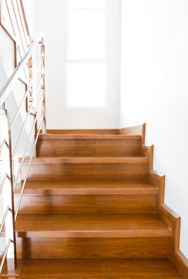 Escalera De Madera Interior De La Nueva Casa Foto de archivo ...