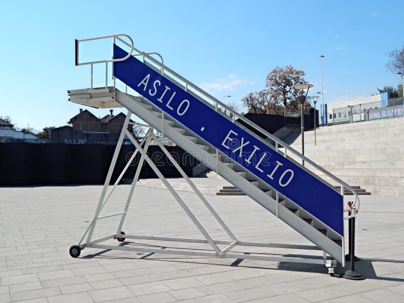 Escalera del exilio político y del asilo en el museo de la memoria y de los derechos humanos, Santiago, Chile fotografía de archivo