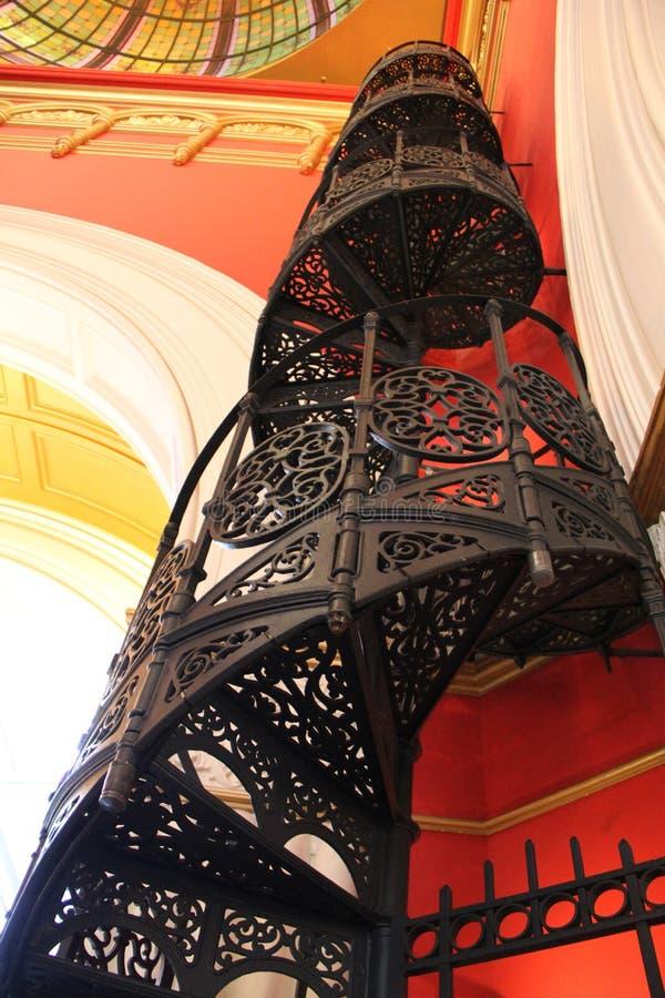 Escalera del hierro labrado en la reina Victoria Building de Sydney imagen de archivo libre de regalías