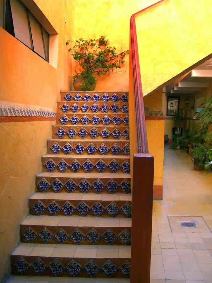 Escalera del pasillo del hotel imagen de archivo