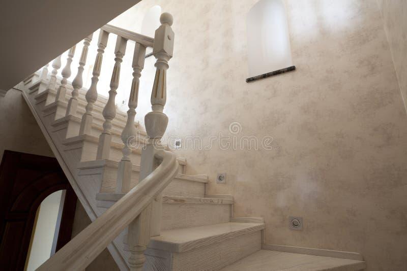 Escalera en casa imagen de archivo