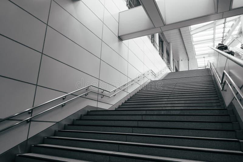Escalera en ciudad moderna imagen de archivo libre de regalías