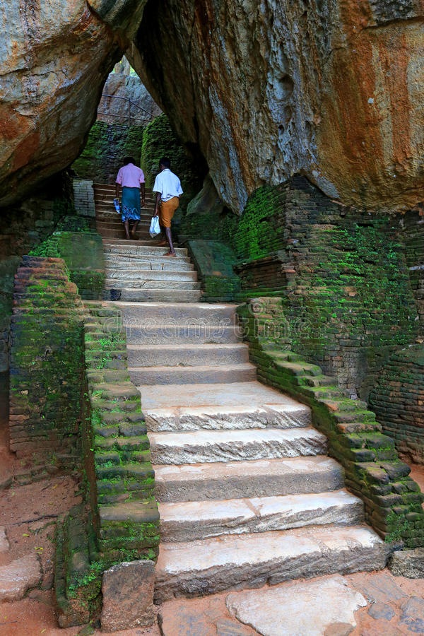 Escalera en el castillo de Sigiriya imágenes de archivo libres de regalías