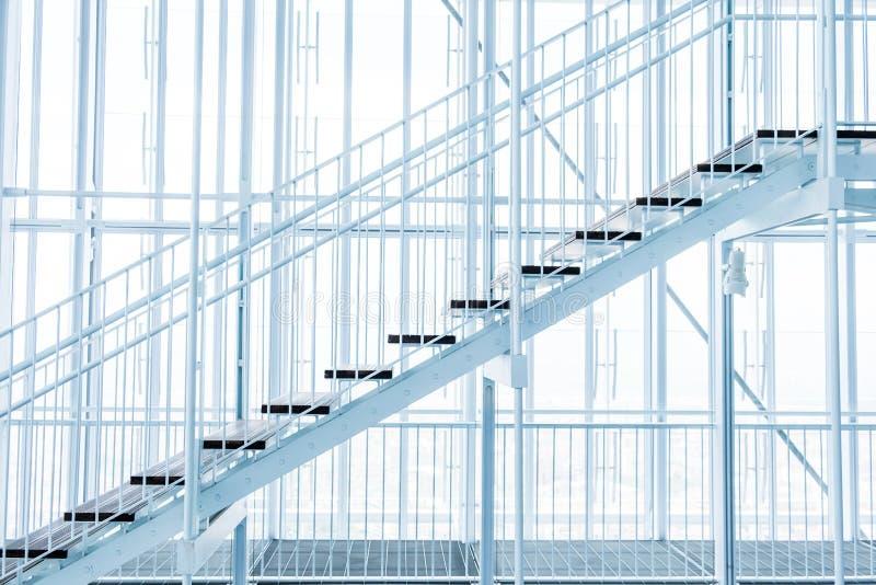 Escalera en el invernadero del San Paolo Skyscraper en Torino, Italia imagen de archivo libre de regalías