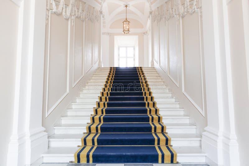 Escalera en el palacio polaco. fotografía de archivo libre de regalías