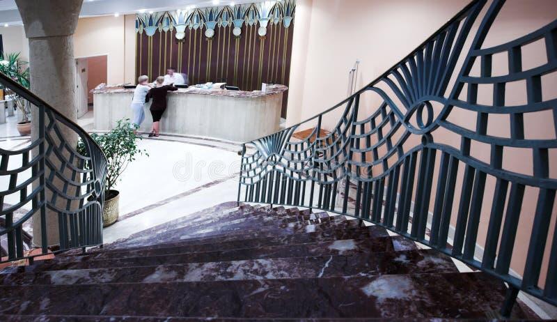 Escalera en hotel y pasillo foto de archivo