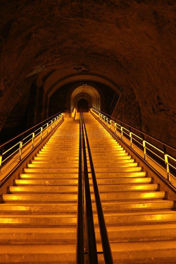 Escalera en los sótanos de Veuve Clicquot, Francia foto de archivo