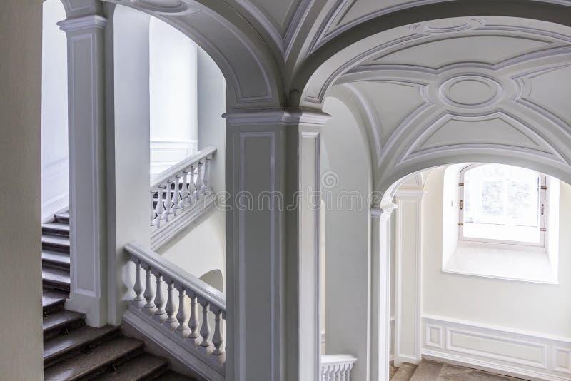 Escalera en un edificio histórico viejo fotografía de archivo libre de regalías