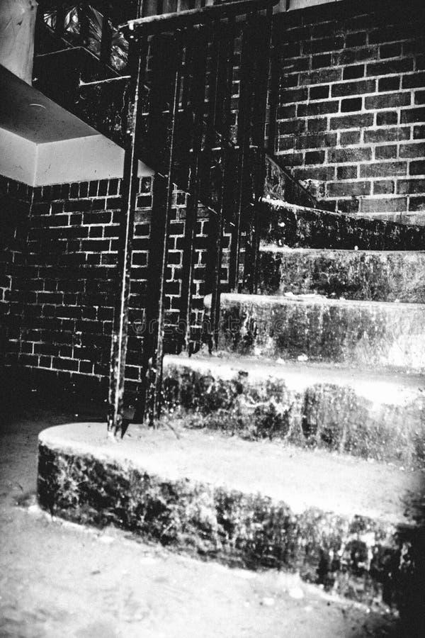 Escalera espeluznante vieja fotografía de archivo libre de regalías