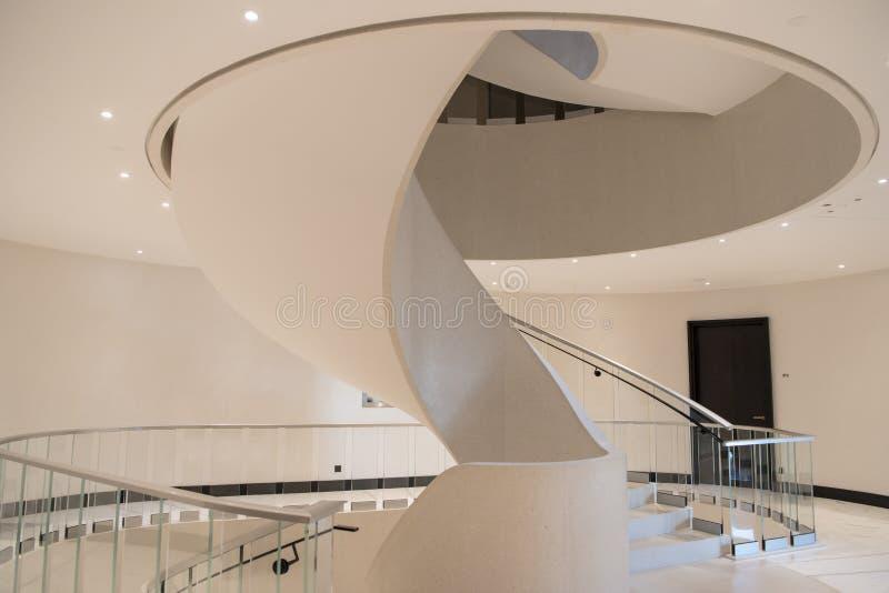 Escalera espiral elegante imagenes de archivo