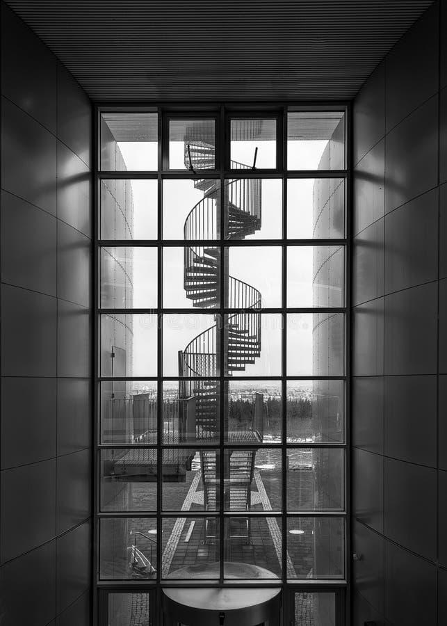 Escalera espiral en el museo de Perlan foto de archivo