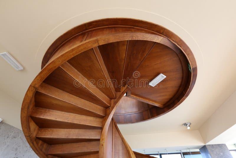Escalera espiral torcida foto de archivo libre de regalías