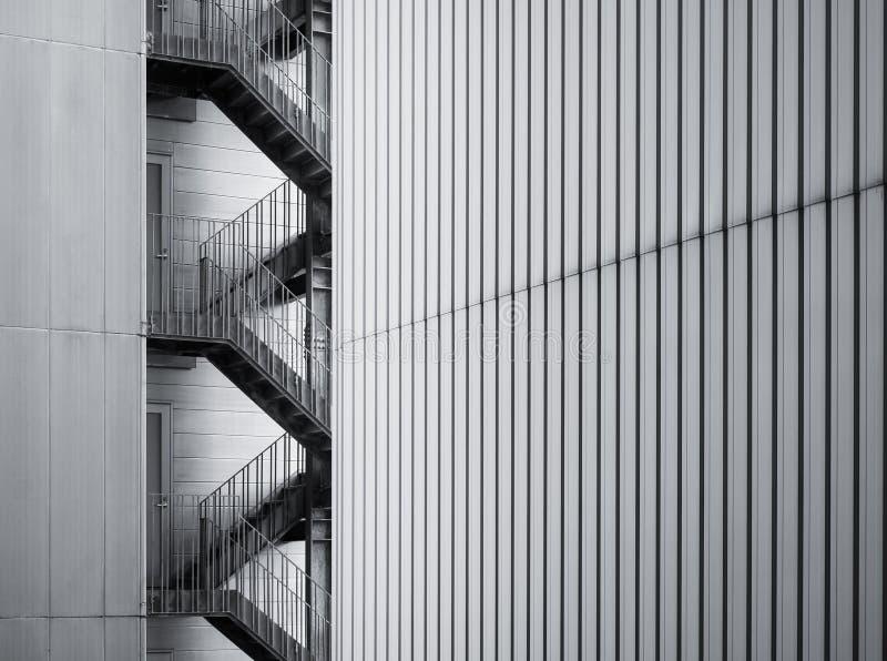 Escalera exterior constructiva moderna de los detalles de la arquitectura fotos de archivo libres de regalías