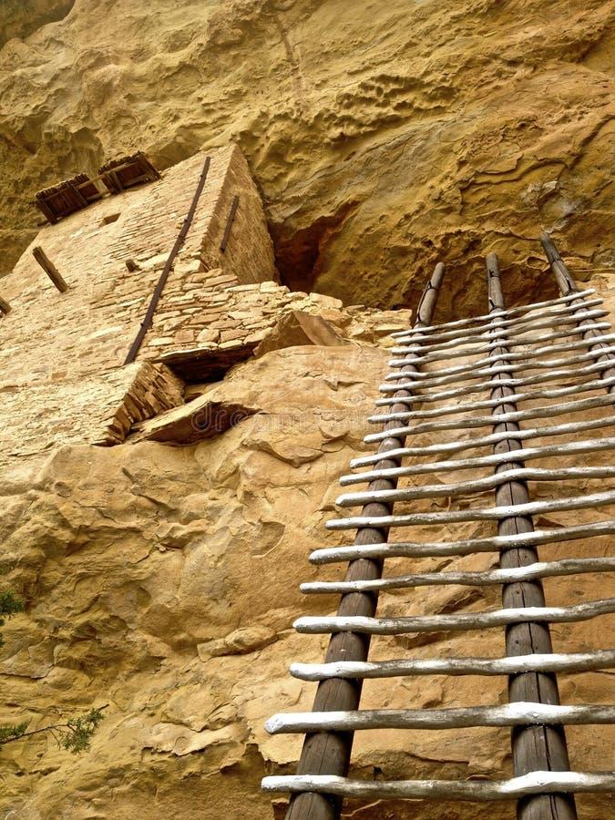 Escalera a las ruinas de la casa del balcón en Mesa Verde imagen de archivo