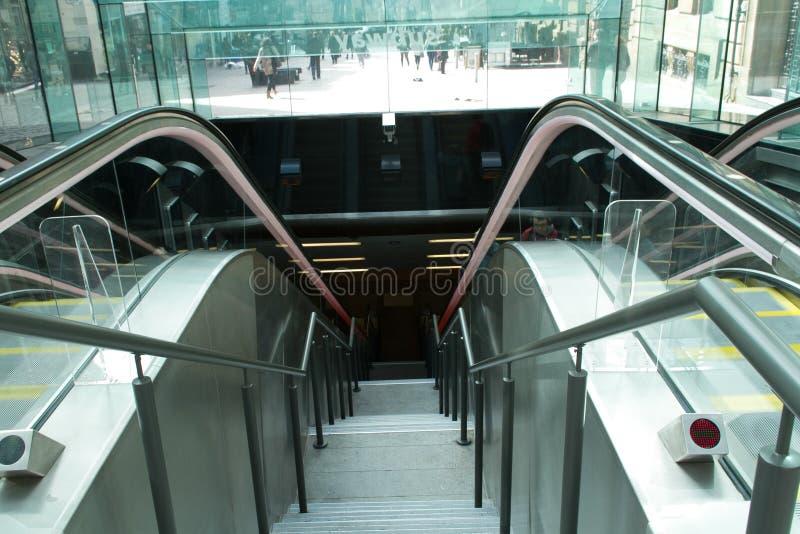 Escalera móvil en el centro ocupado de Glasgow foto de archivo libre de regalías