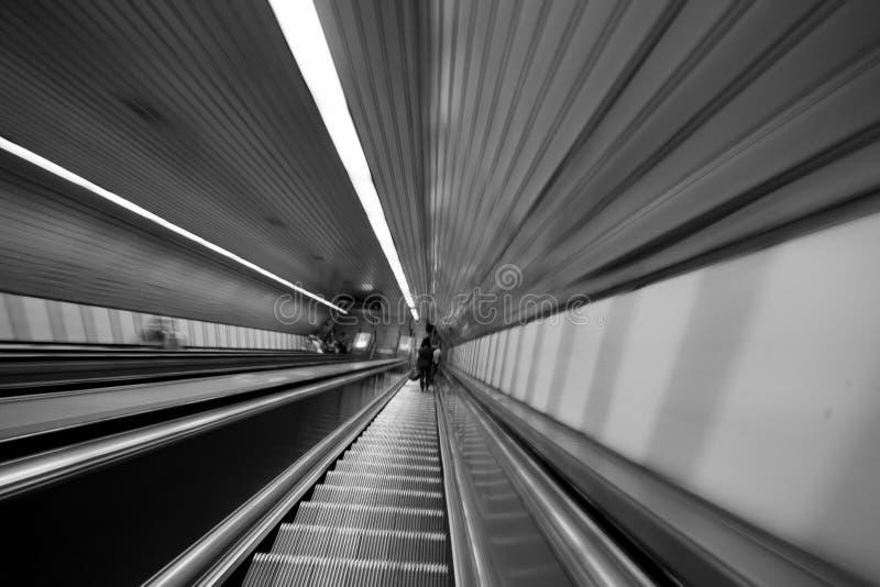 Escalera móvil futurista foto de archivo