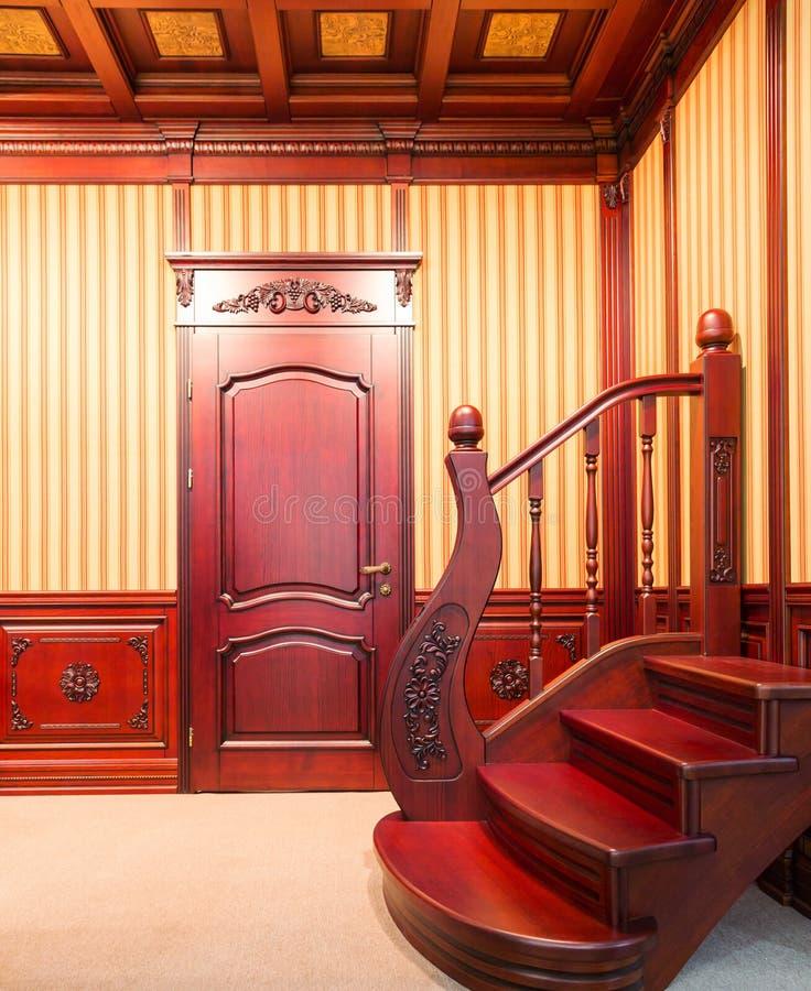 Download Escalera Moderna Hecha De La Madera Agradable Foto de archivo - Imagen de puerta, limpio: 42426714