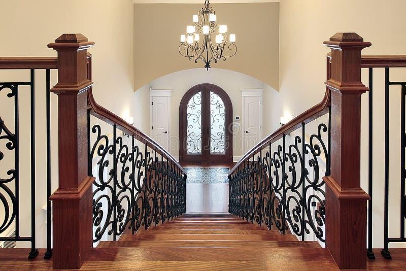 Escalera que lleva al salón fotos de archivo
