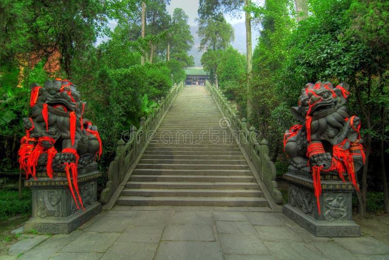Escalera que lleva al templo imagenes de archivo
