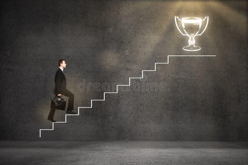 Escalera que sube del líder empresarial imagen de archivo